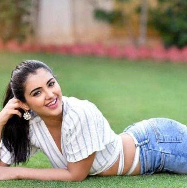 Malvika Sharma hot photos