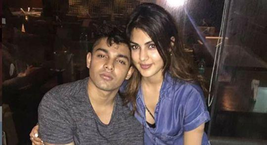 Showik and Rhea Chakraborty