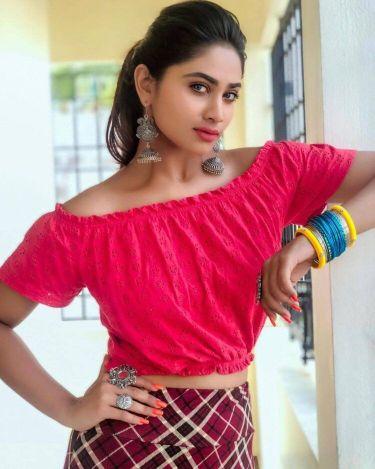 Hot images of Shivani Narayanan